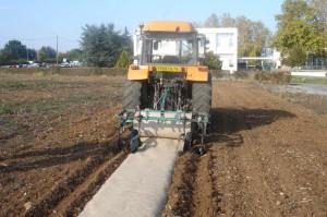 Déroulage mécanique de feutre biodégradable