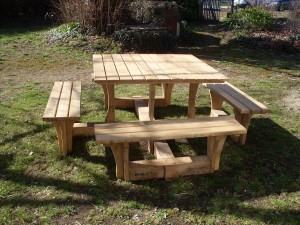 Table avec 4 bancs-1